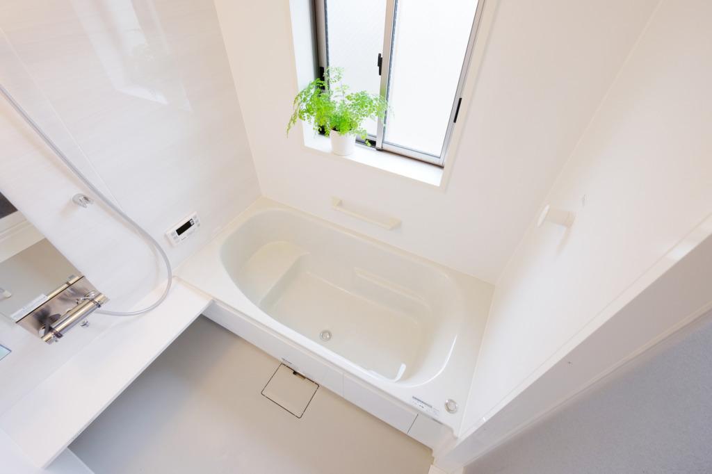 風呂場の掃除で役立つ3つのアイテム