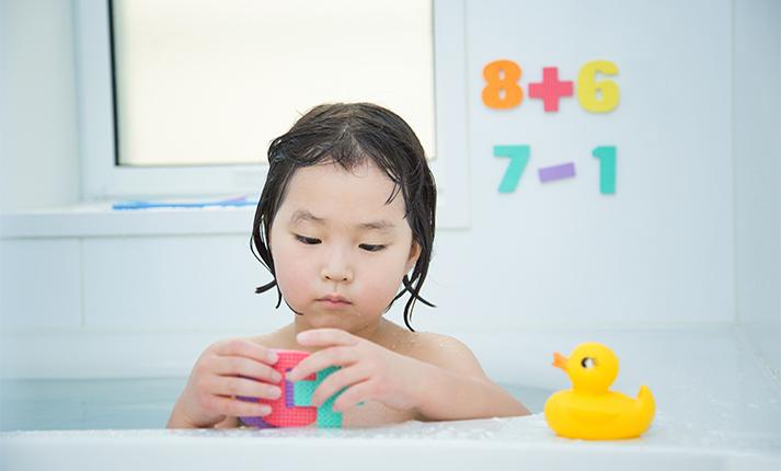 ヌメヌメしてない?お風呂のおもちゃの正しい洗い方と収納方法