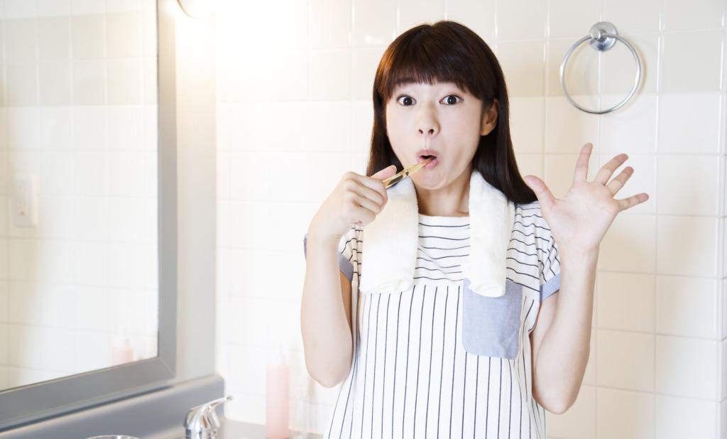 実はカビだらけ?歯磨きコップと歯ブラシを清潔に保つ方法
