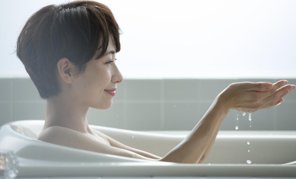 放置すればカビの原因に。浴室天井の結露を防ぐには?