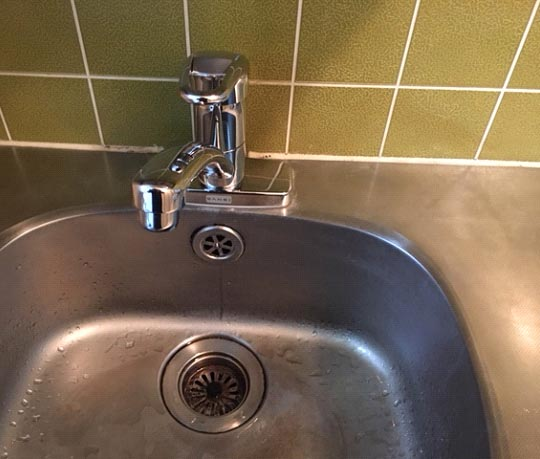 キッチンの水道の蛇口の水漏れが止まらない。