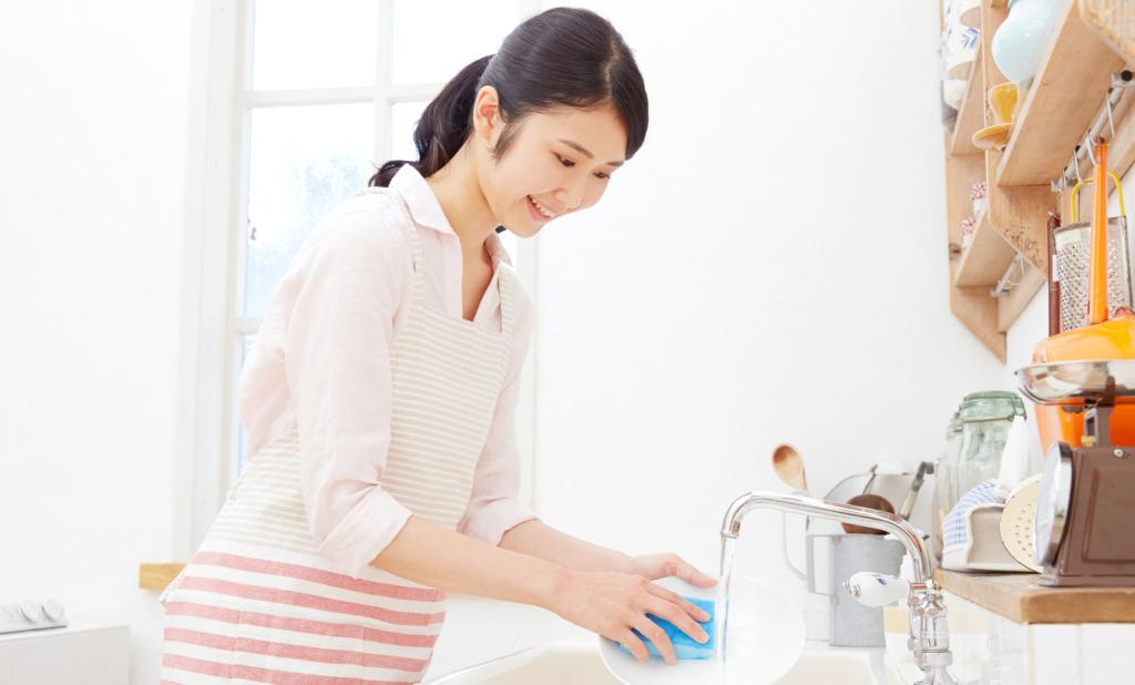雑菌だらけ?!キッチン用スポンジの正しいお手入れ方法
