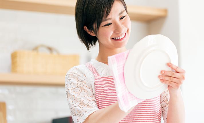 ニオイやカビの原因に?洗った食器を速攻で乾かすには?