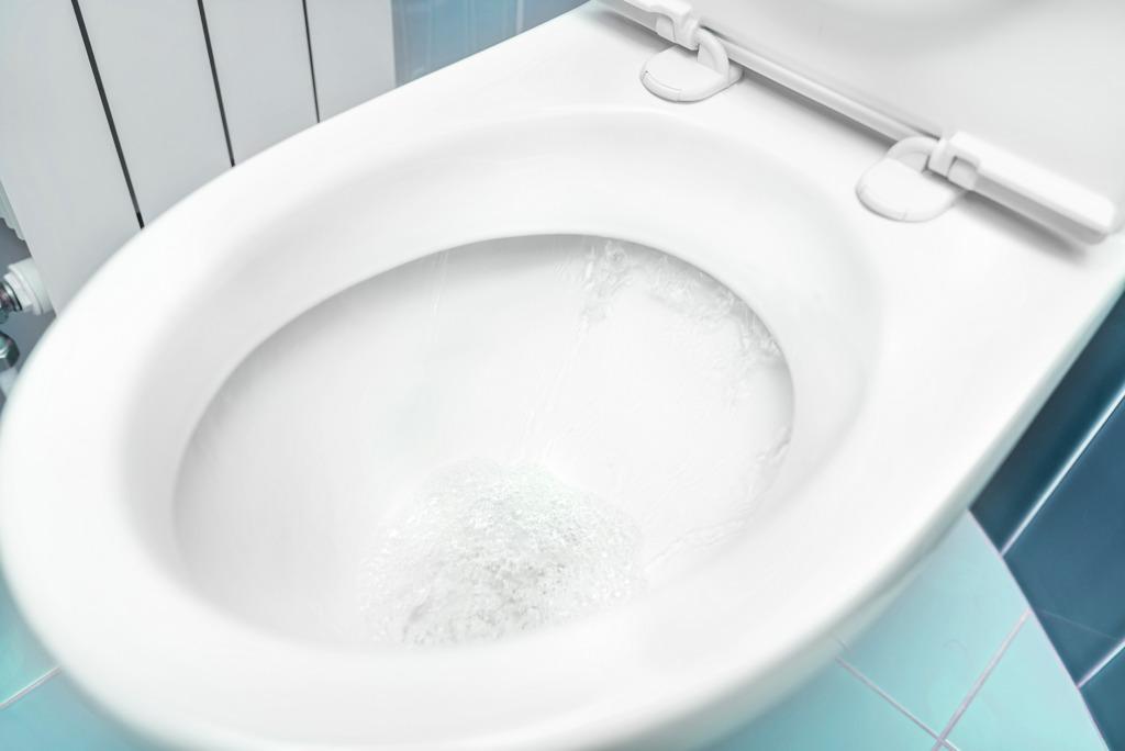 トイレつまりは放置してもOK?業者を呼ぶタイミングの見極め方